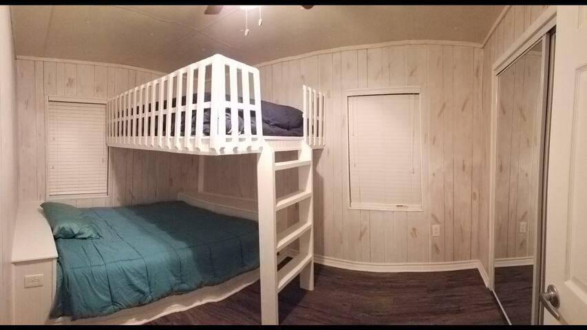 Huge comfortable beds, Full over Queen.
