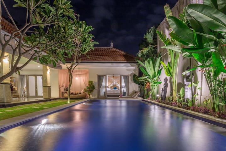 Luxury Brand New Villa   Umalas   500m Pettitenget - Seminyak