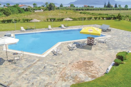 Holiday cottage with 9 bedrooms on 430m² in Kamena Vourla