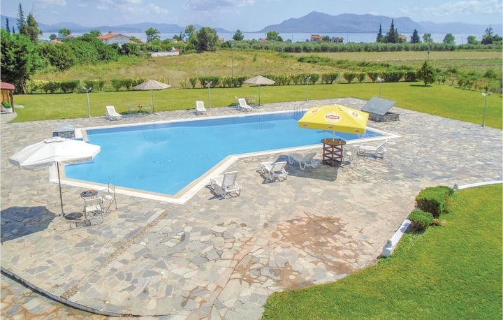 Amazing home in Kamena Vourla with WiFi and 9 Bedrooms