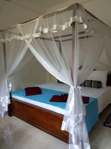 Bedroom with queensize bed