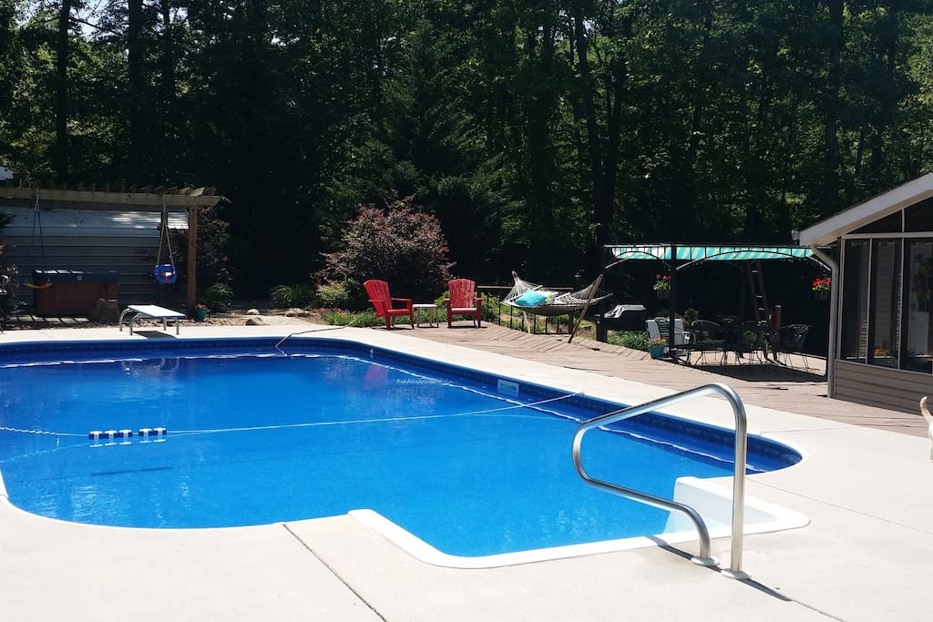 Open floor plan w hot tub and pool houses for rent in for Affordable pools ri
