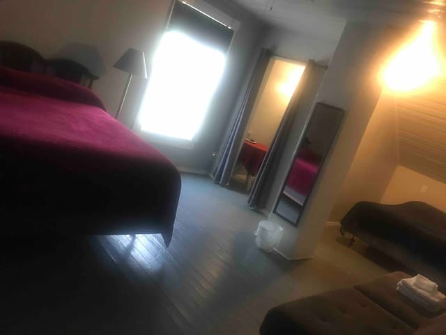 2 queen sized beds with room for a queen sized air mattress.  Room also has a separate dressing area.