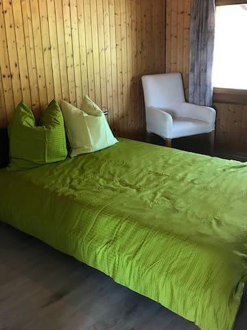 Schlafzimmer Bett 140/200