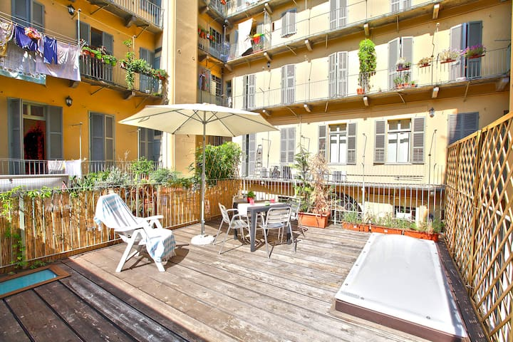 Terrace and comfort in the heart of Torino