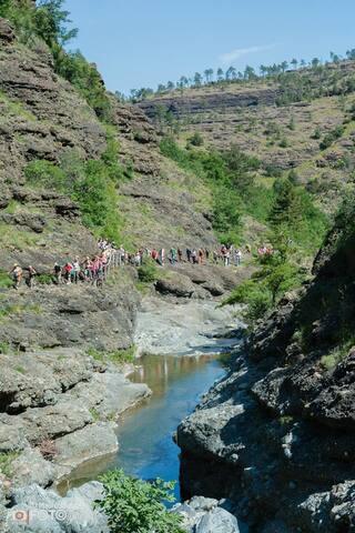 La Val Gargassa fa parte del Parco Naturale  del Begua, nel 2005 riconosciuto come Geoparco Internazionale. Il sentiero parte dal Campo Sportivo di Rossiglione e attraversa un bosco misto di castagni e noccioli per poi proseguire...a voi scoprirlo