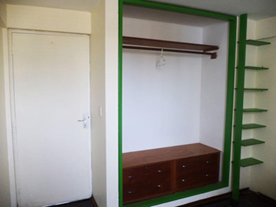 Chambre 2 personnes (ou+) 2 lits d'1palce et demi avec rangements