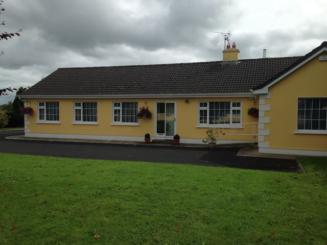 Cosy home from home in the Irish countryside - Limerick