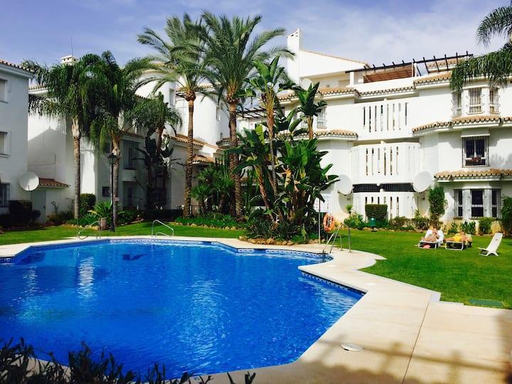 Modern flat with swimming pool in Los Naranjos