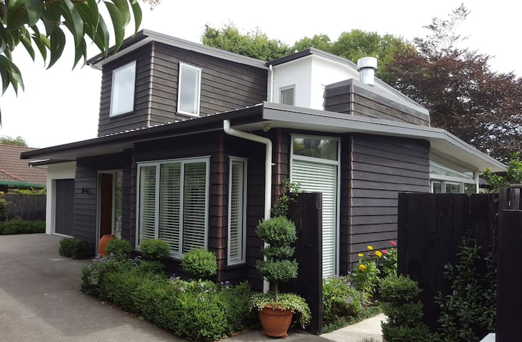 Margo's Town House on Surrey - Palmerston North - Casa