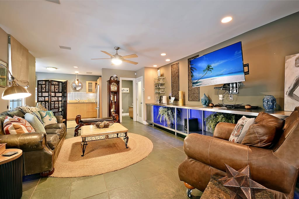 The Lotus Suite A Downtown Charleston Houses For Rent In Charleston South Carolina