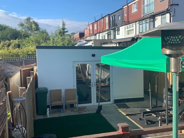 Private Independent Garden Studio + Free Parking