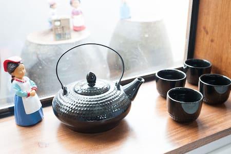전주한옥마을게스트하우스 DaemyungGuestHouse 대명여관 2인실 - Jeonju-si - Bed & Breakfast