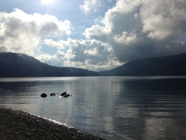 Ocean View Retreat Deep Cove, 5 min walk to Beach - Kuzey Vancouver