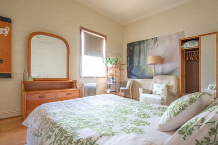 Private space w/bedroom, kitchenette, bathroom