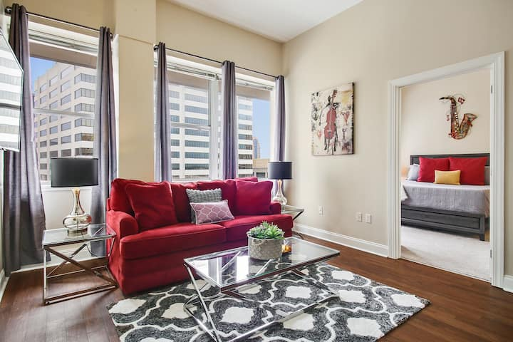 #1402- 2 BEDROOM HIGH RISE PENTHOUSE-  COMFY BEDS