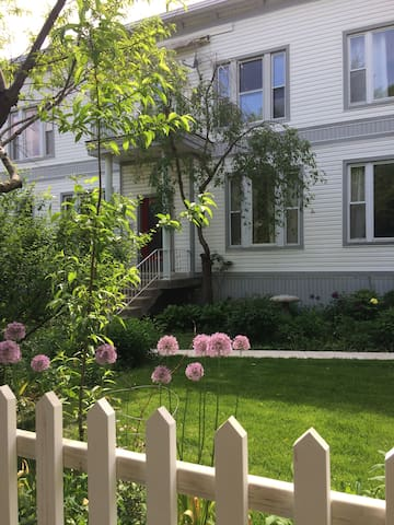 Cozy Garden Apartment in lovely Old Irving Park