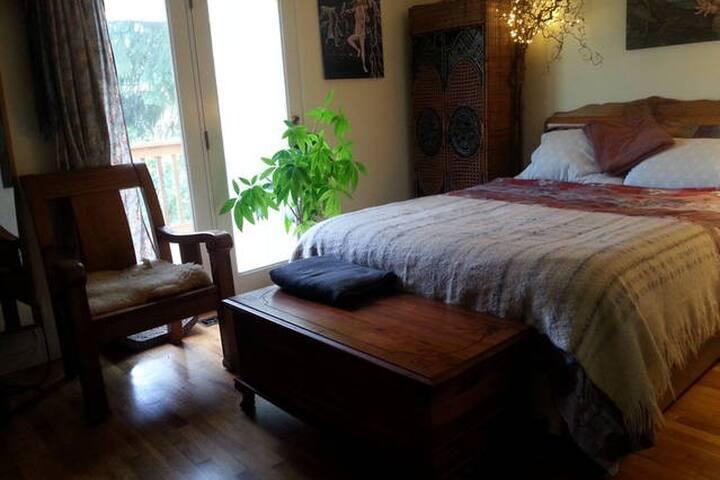 Entire Artist's Abode. 3 bed/1 bath - Seattle - Casa