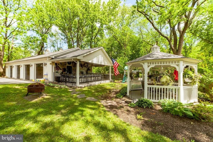 Rent the entire house! W Manor Inn, Beautiful Home
