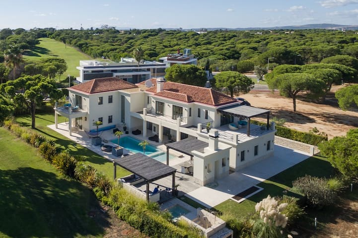 Stunning New Villa in Vale do Lobo Seaside Resort