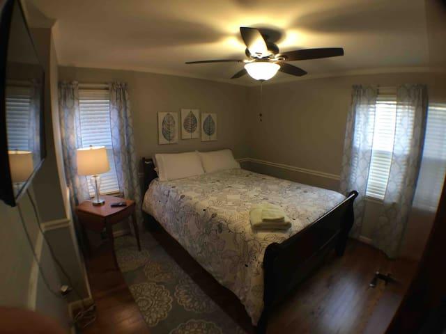 Private Bedroom #2 in Safe and Quiet Neighborhood