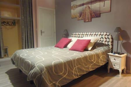 Belle chambre entièrement rénovée avec soin - Saint-Laurent-Blangy - House