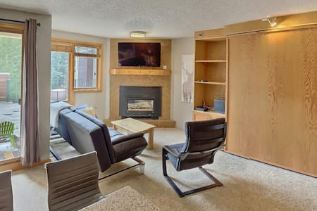Ski-In Ski-Out Studio with Desirable Amenities