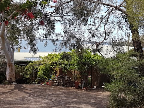 Stunning Location 300m from the Mallacoota Lake.