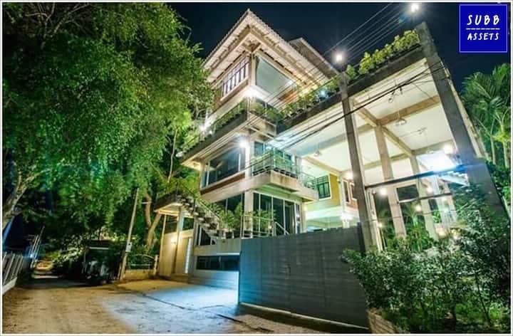 Modern Loft Villa for 20 Person   50m to the beach