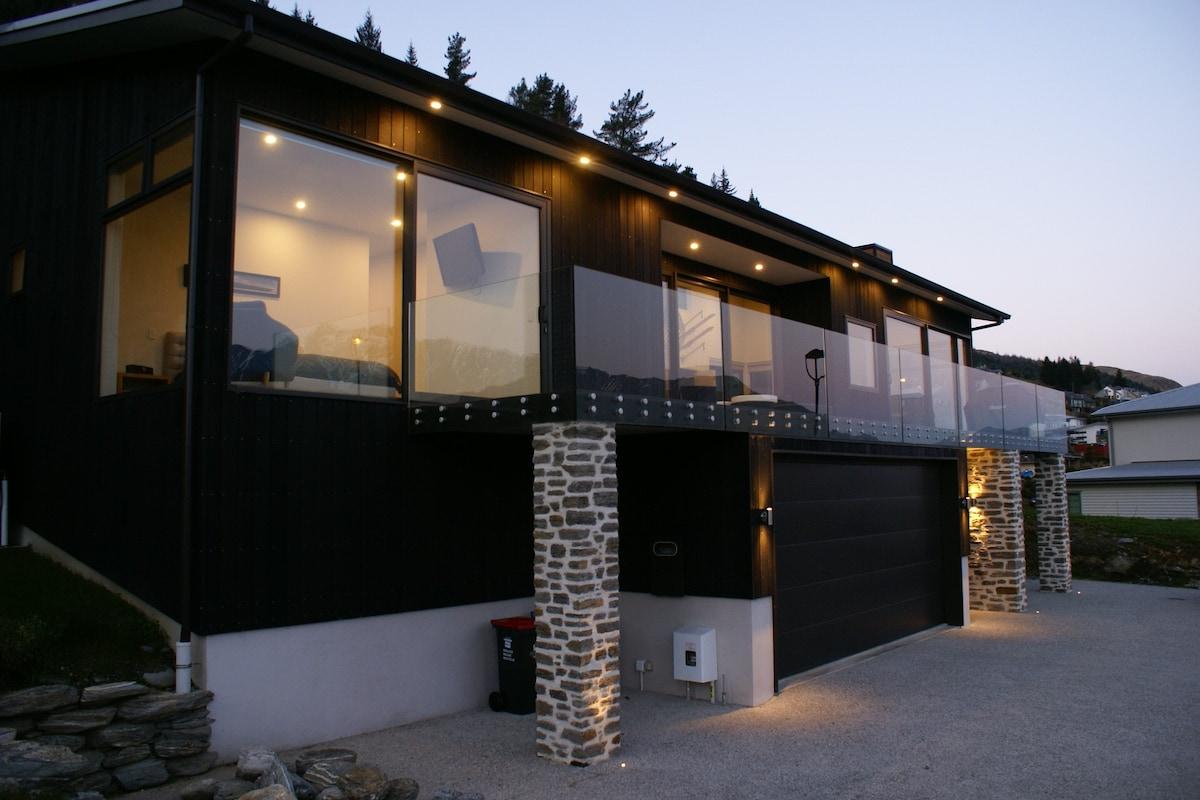 modern family house queenstown Modern House
