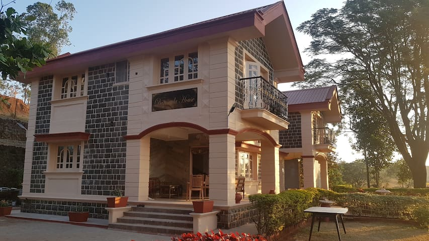 A Luxurious Comfortable Stay at DARUWALA HOUSE