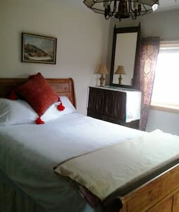 This room is in an older farm house - Bed & Breakfast