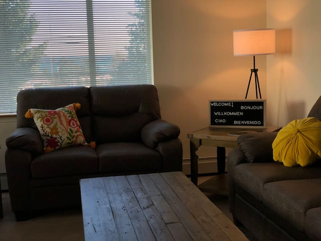 MARINERS VIEW - Modern Centrally Located  2 BR Apt