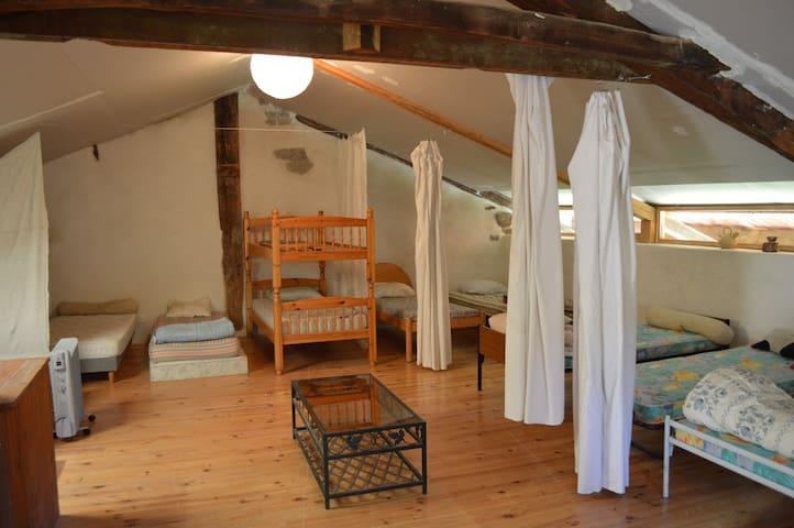 Auberge de jeunesse dortoir 8 lits dans une ferme