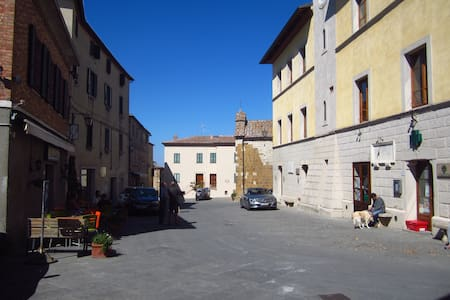 TUSCANY *Spacious apartment in historical village* - Trequanda