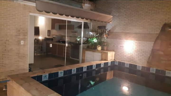 Casa  com piscina perto da Praia do Embare