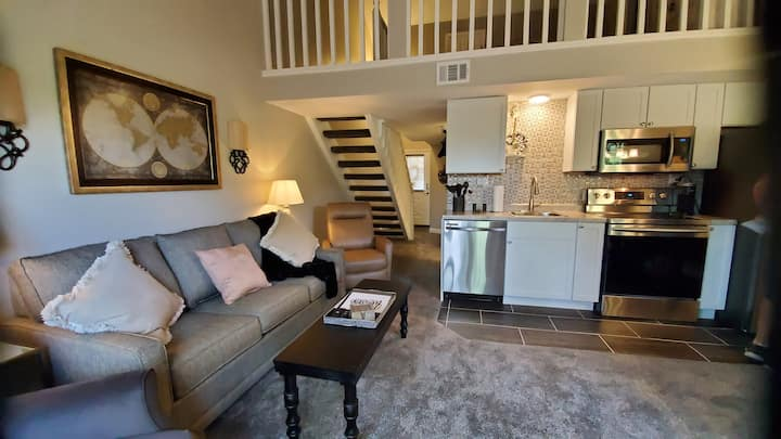 Fresh Remodel/Lake View/Comfy beds 3 mi to Strip