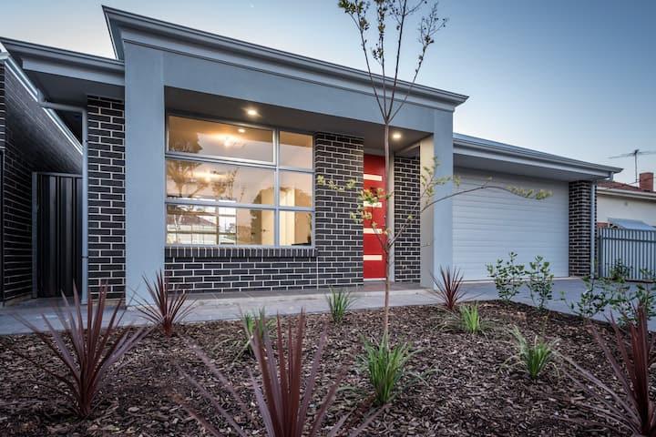 Secure modern home, quiet street, FREE  WIFI