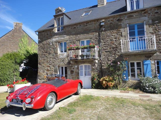 Stunning riverside cottage - La Vicomté-sur-Rance - Haus