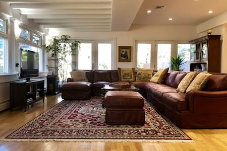 Spacious & Secluded Carriage House close to NYC!