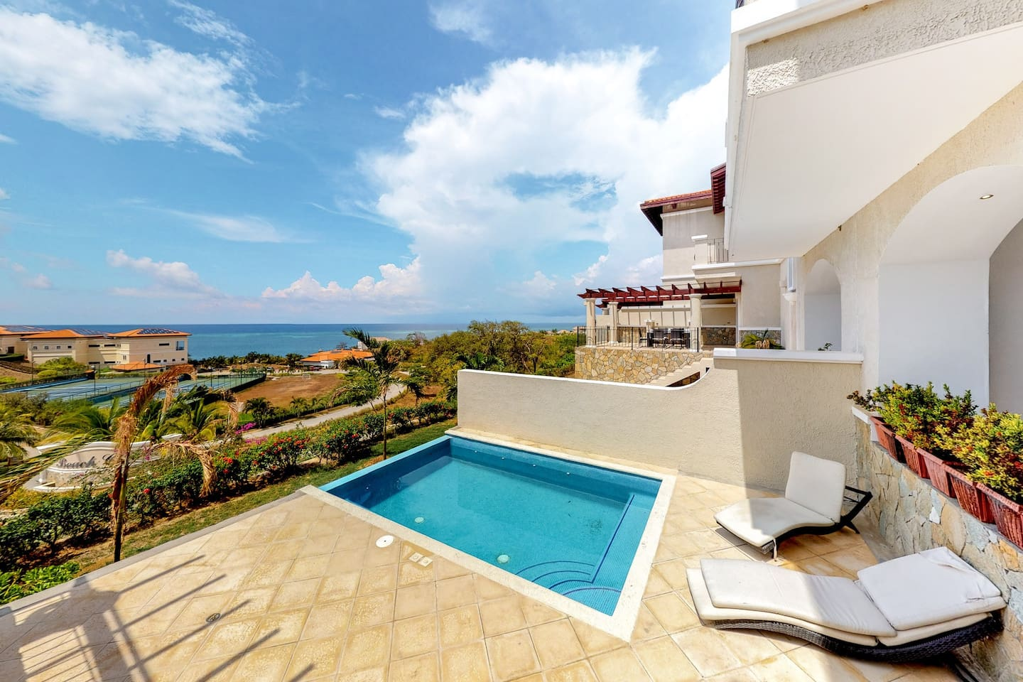Family-friendly villa with great views, terrace, plunge pool, and grill