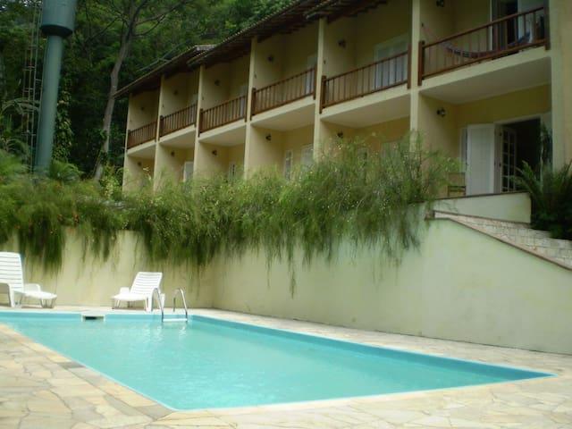 Casa em Maresias/2 suítes/piscina/churrasqueira.