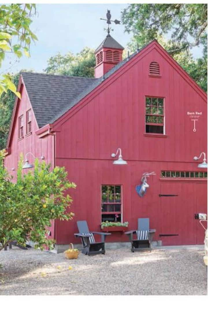 Farmhouse Red Barn in the heart of wine country