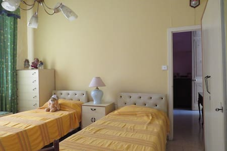 2 beds, bedroom in the heart of the Capital City. - Valletta - Hus