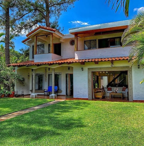 Beautiful Lake House in Coatepeque!!!