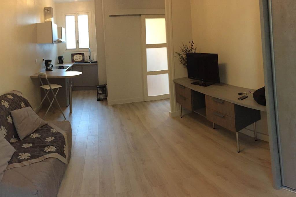 Agr able studio neuf avec cour wohnungen zur miete in la for Studio neuf