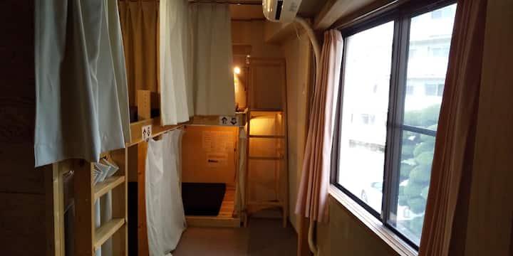 長野駅徒歩5分のゲストハウス内の女性ドミトリー(2段ベッド上下1台)a