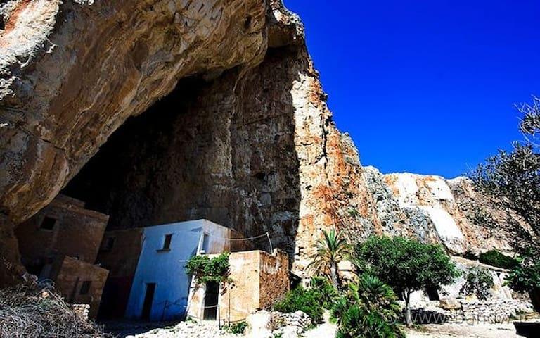 Custonaci - Grotte Mangiapane ,Scurati
