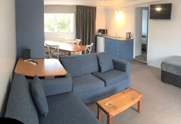 Estuary Front Apartment at Collingwood Park Motel