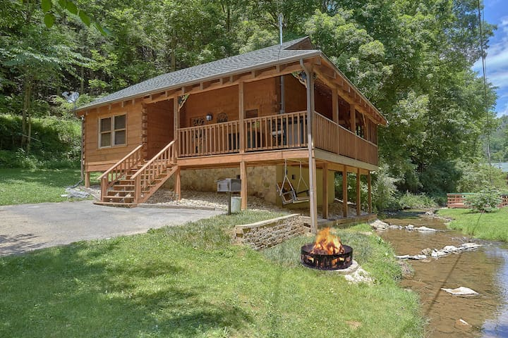 Romantic Creek Side Cabin. Pigeon Forge|Gatlinburg